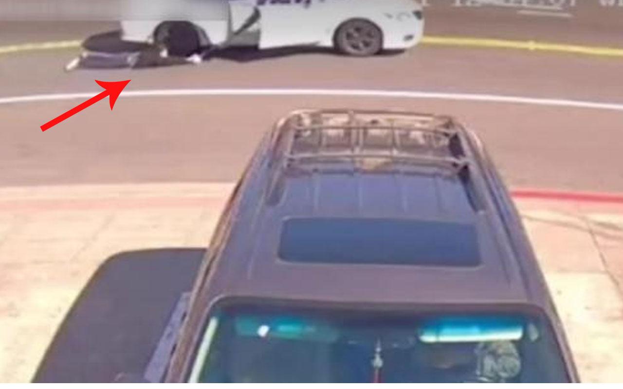 ABD'de feci olay! Soyguncular gasp ettikleri kadını arabayla metrelerce sürükledi