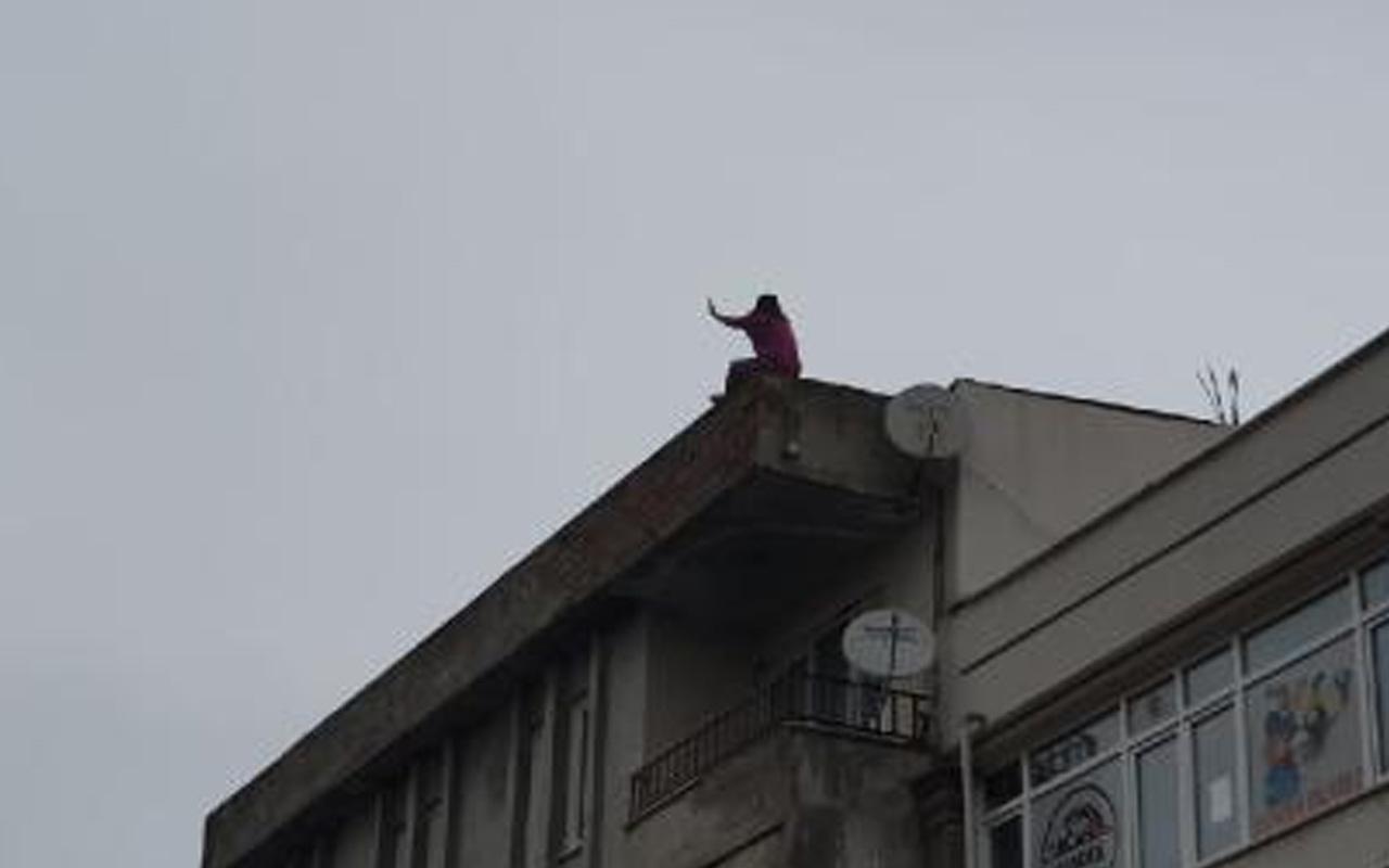 Sakarya'da intihar girişimi: Kadın 'Çocuklarımı getirin' diye bağırdı kiremitleri aşağı attı