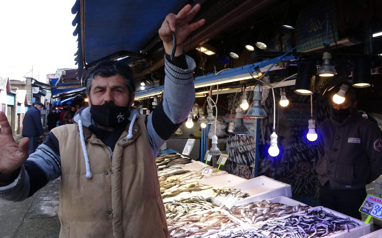 İlk kez tezgahlarda yerini aldı! Trabzon'da hamsinin fiyatı cep yaktı
