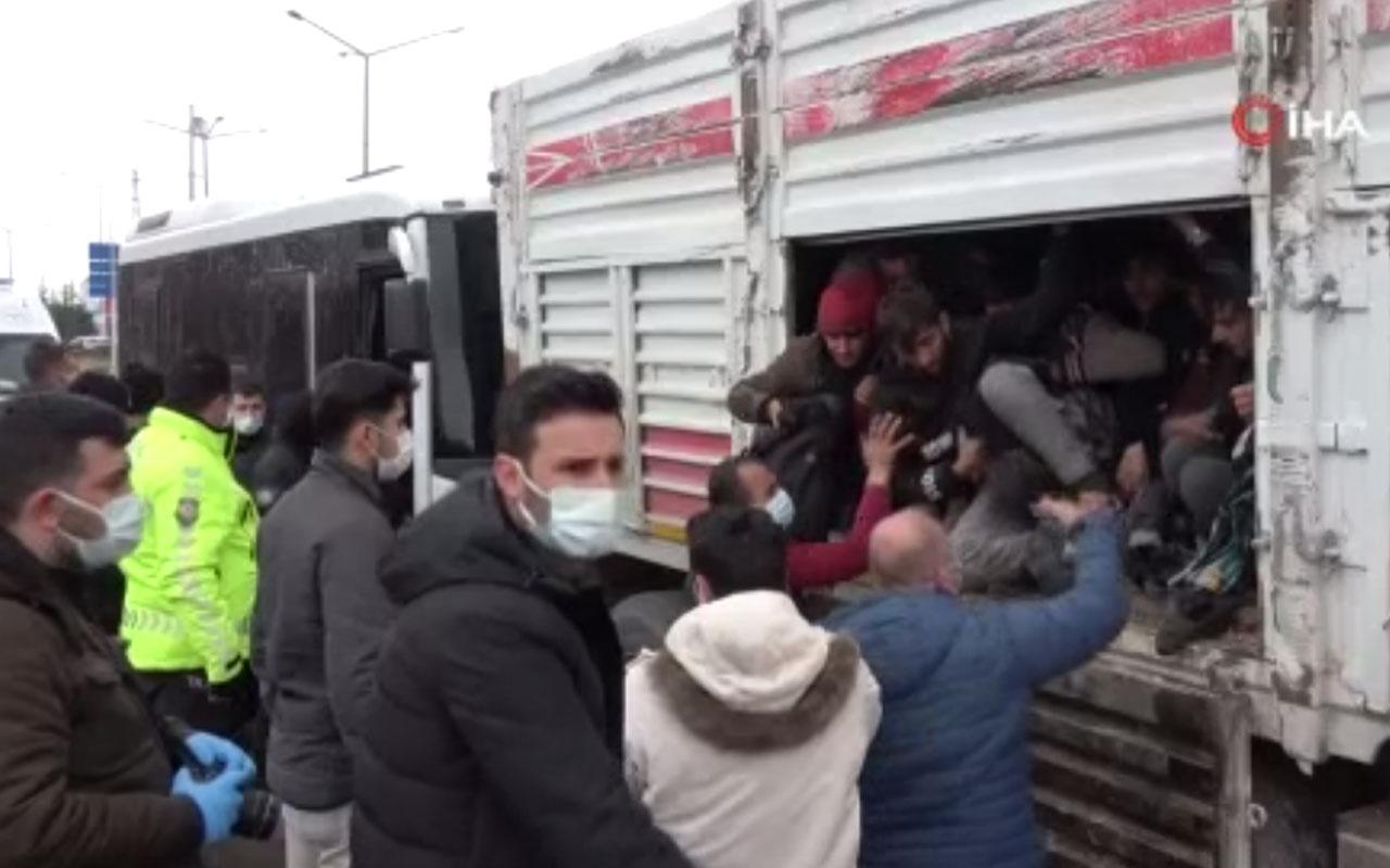 Olay yeri Van! Yaşlı adama çarpan kamyonun kasasından 114 düzensiz göçmen çıktı