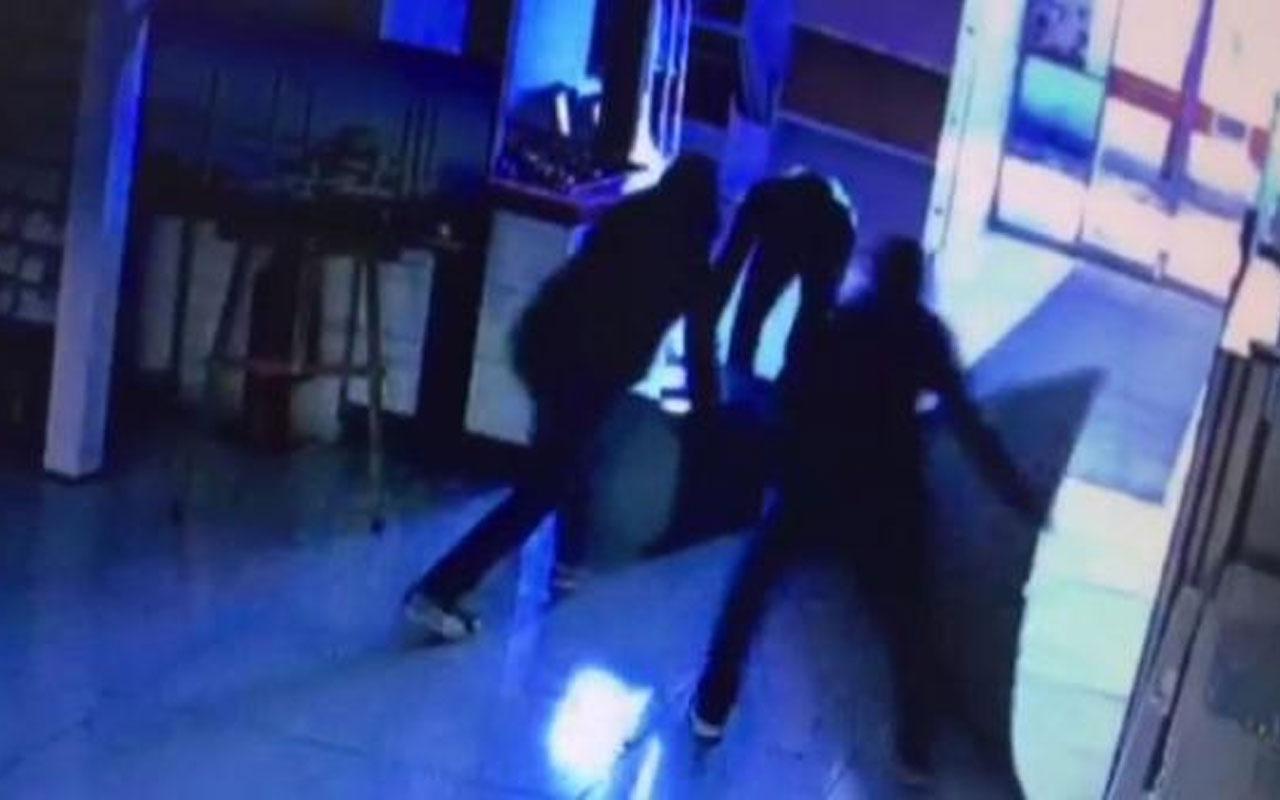 Pes dedirten hırsızlık! Başakşehir'de çelik kasayı sürükleyerek çaldılar