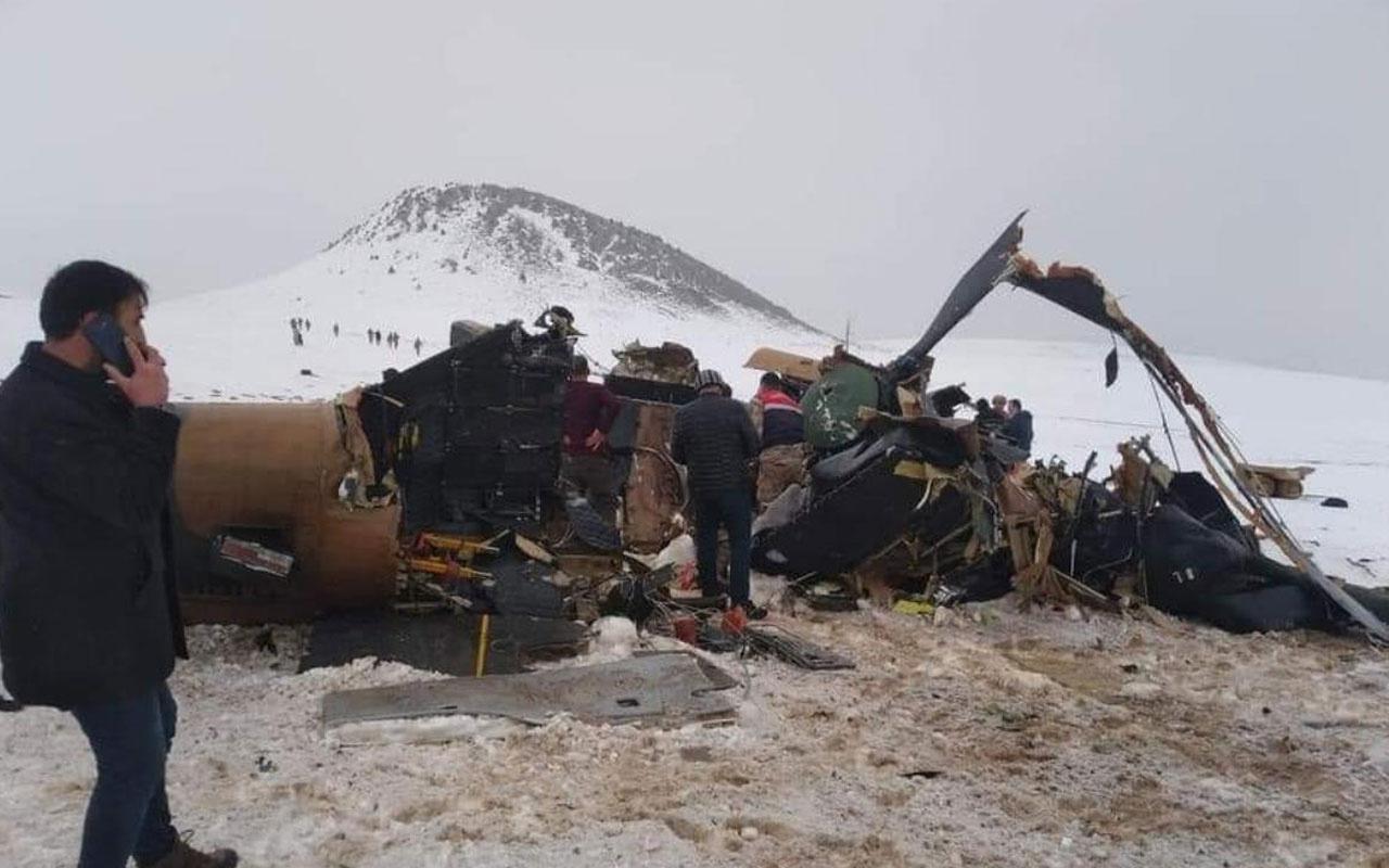 Bitlis'teki kazada yaralı askerlerin hastaneye getirilmesi