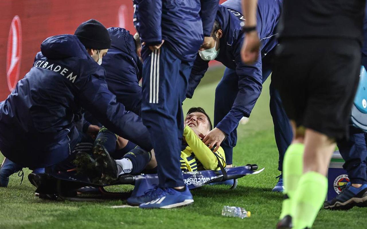 Dünya basını Mesut Özil'in sakatlığını manşete taşıdı