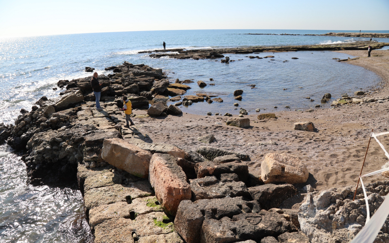 Mersin'de deniz suyunun çekilmesiyle antik liman ortaya çıktı