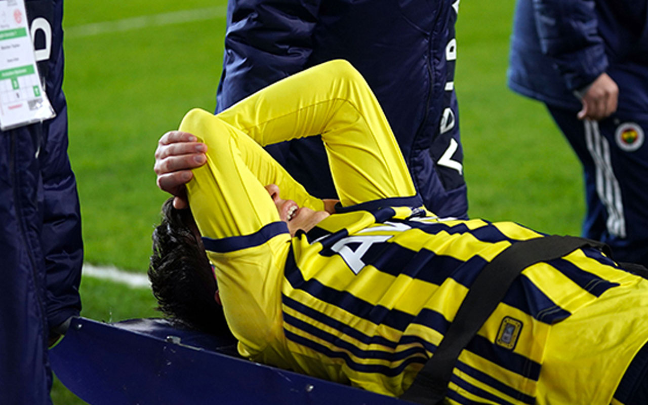Fenerbahçe'de Mesut Özil depremi! Beşiktaş derbisine yetişecek mi?