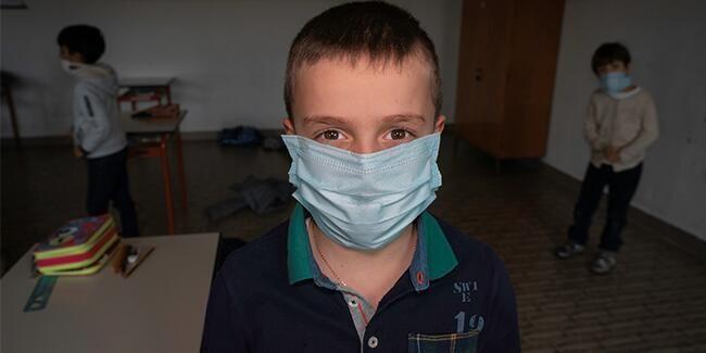 Japon bilim insanlarından çapıcı araştırma! Çift maske koronadan daha fazla koruyor mu?