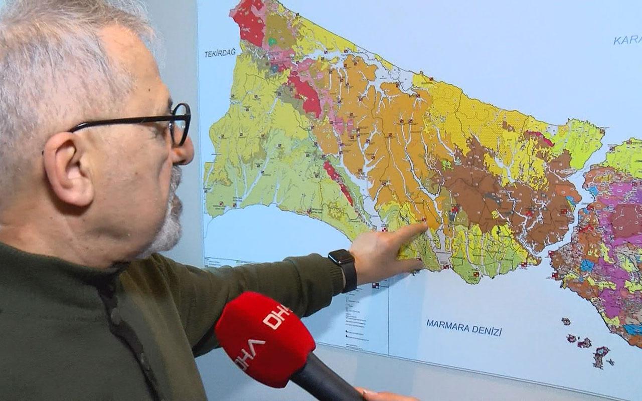 Naci Görür İstanbul'da yer gösterdi 'şu anda bile kayıyor' dedi deprem etkisi beş katına çıkacak