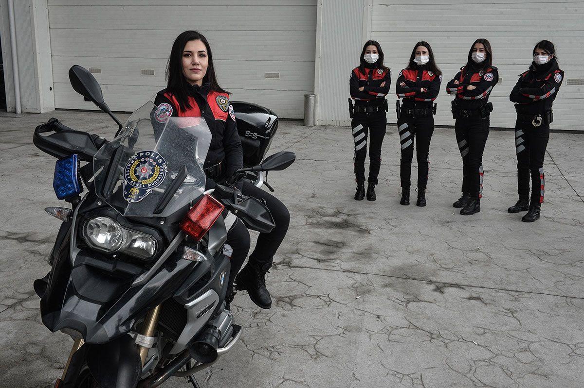 İstanbul'un kadın yunus polisleri suçluların korkulu rüyası oldu! 270 kiloluk motosikletin üstünde...