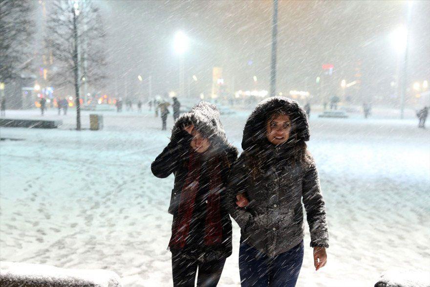 Sağanak ve kar yağışı uyarısı! Tüm yurtta etkili olacak saati de belli