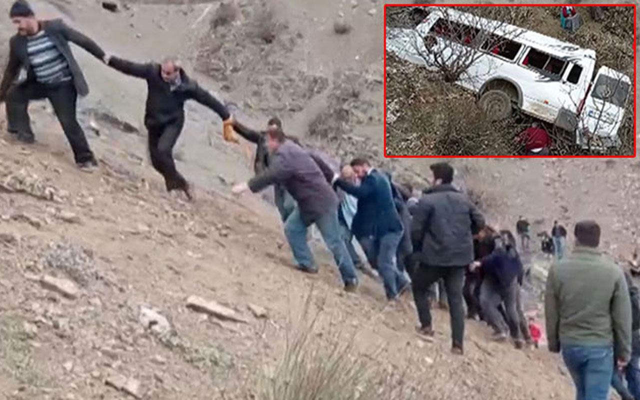 Batman'da öğrenci ve işçileri taşıyan minibüs uçurumdan yuvarlandı! 2 kardeş öldü, 24 yaralı var