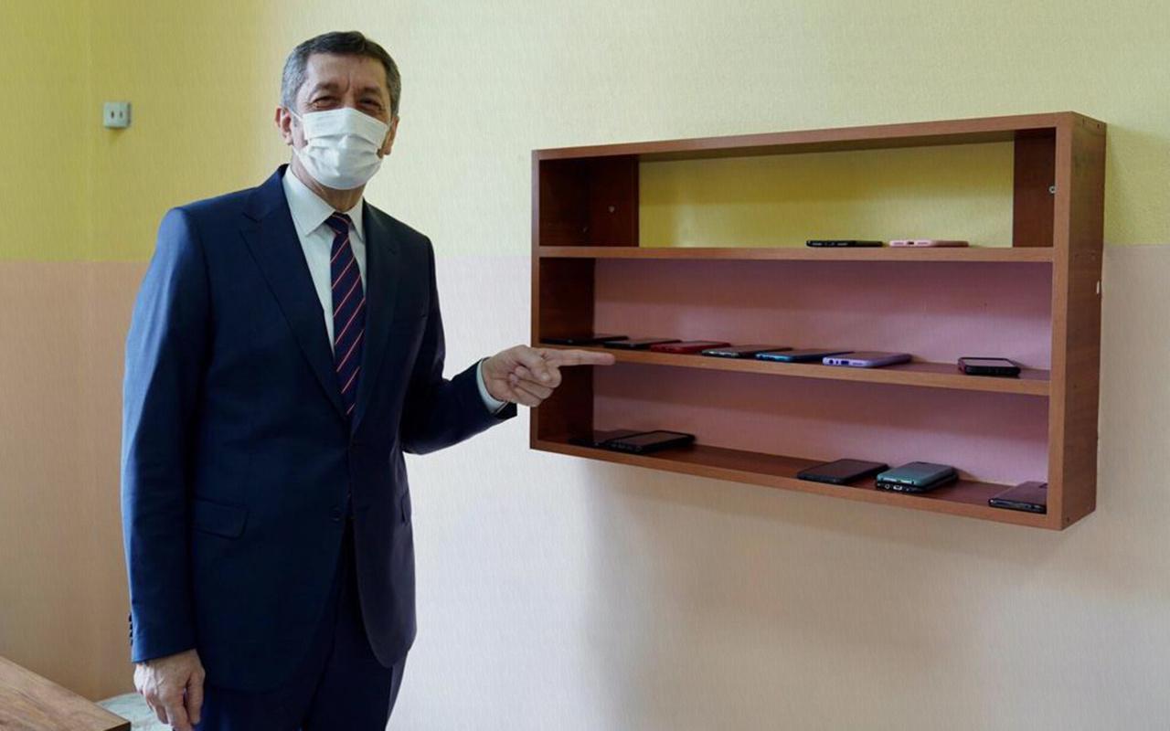 Milli Eğitim Bakanı Ziya Selçuk'tan yetişkinlere cep telefonu çağrısı