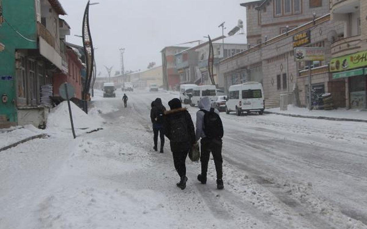 Yüz yüze eğitime kar engeli! Bingöl Karlıova'da eğitime 1 gün ara verildi