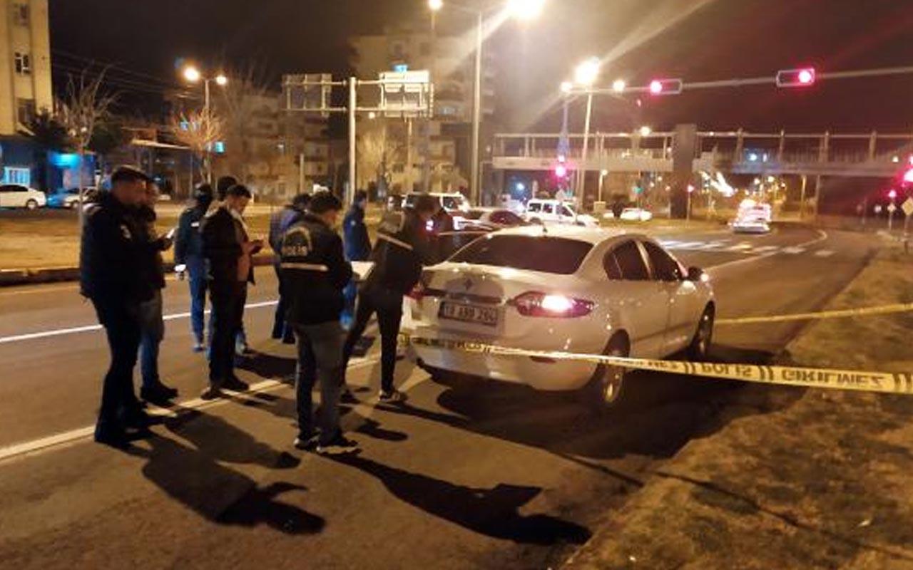 Şanlıurfa'da bir kişi otomobiliyle seyir halindeyken silahlı saldırıya uğradı