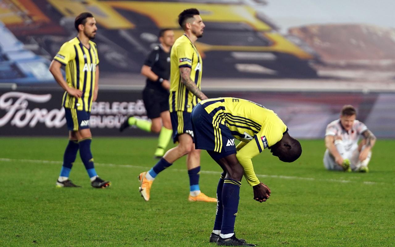 Fenerbahçe iç sahada kazanmayı unuttu, taraftar istifa çağrısında bulundu