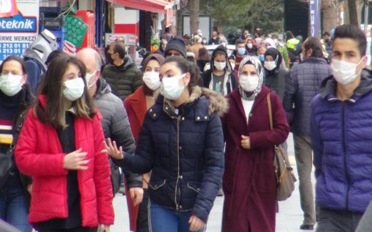 """Uzmanından maske için önemli uyarı! """"Konuşurken ıslanan maske hemen değiştirilmeli"""""""