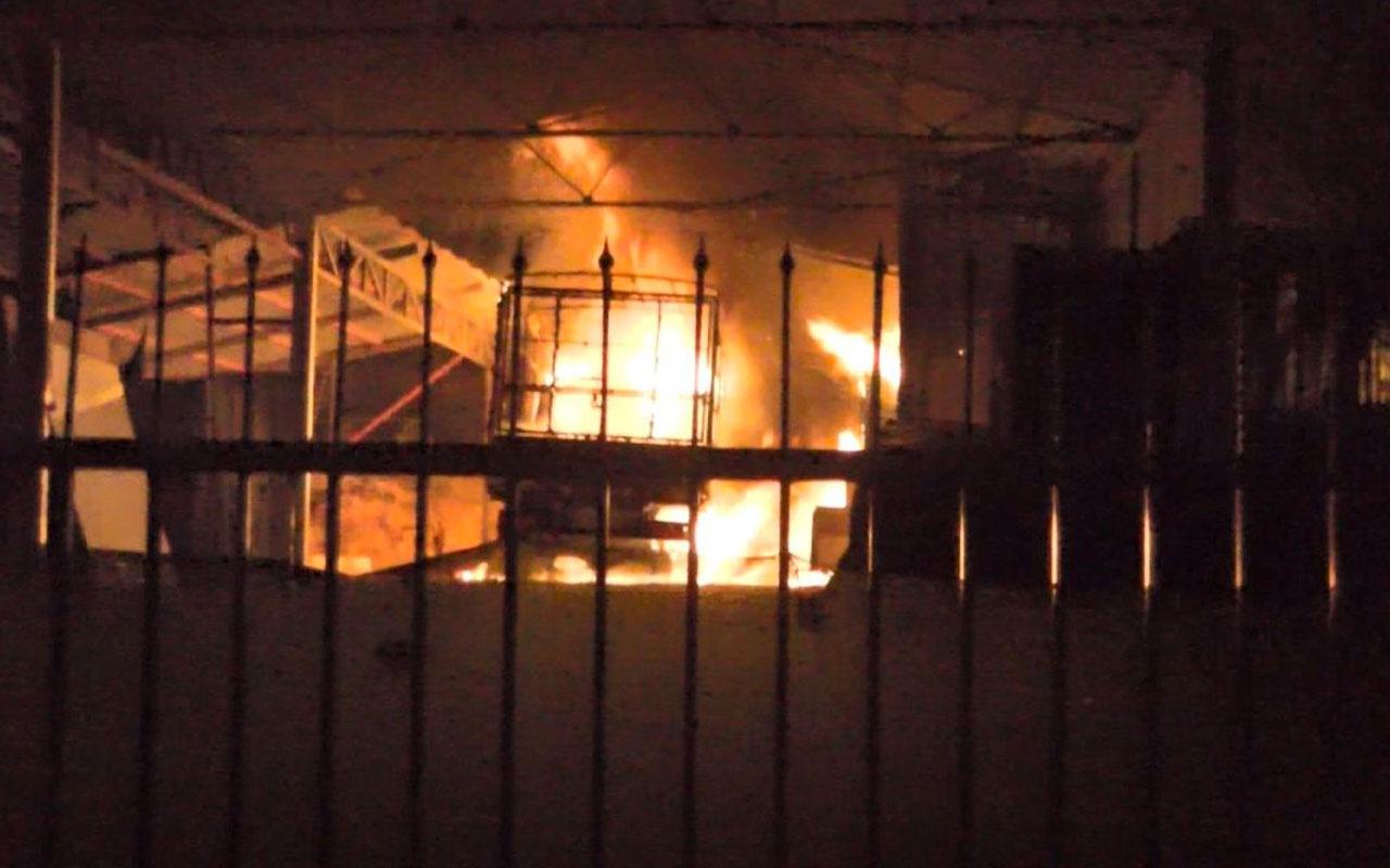 Ümraniye'de inşaat malzemeleri deposunda yangın