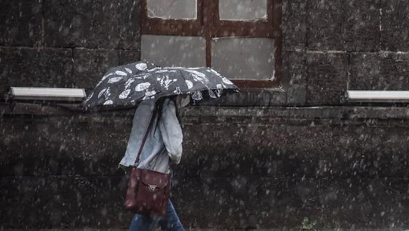 Meteoroloji uyardı: Tüm yurtta yağış var; Sağanak, kar, fırtına etkili olacak