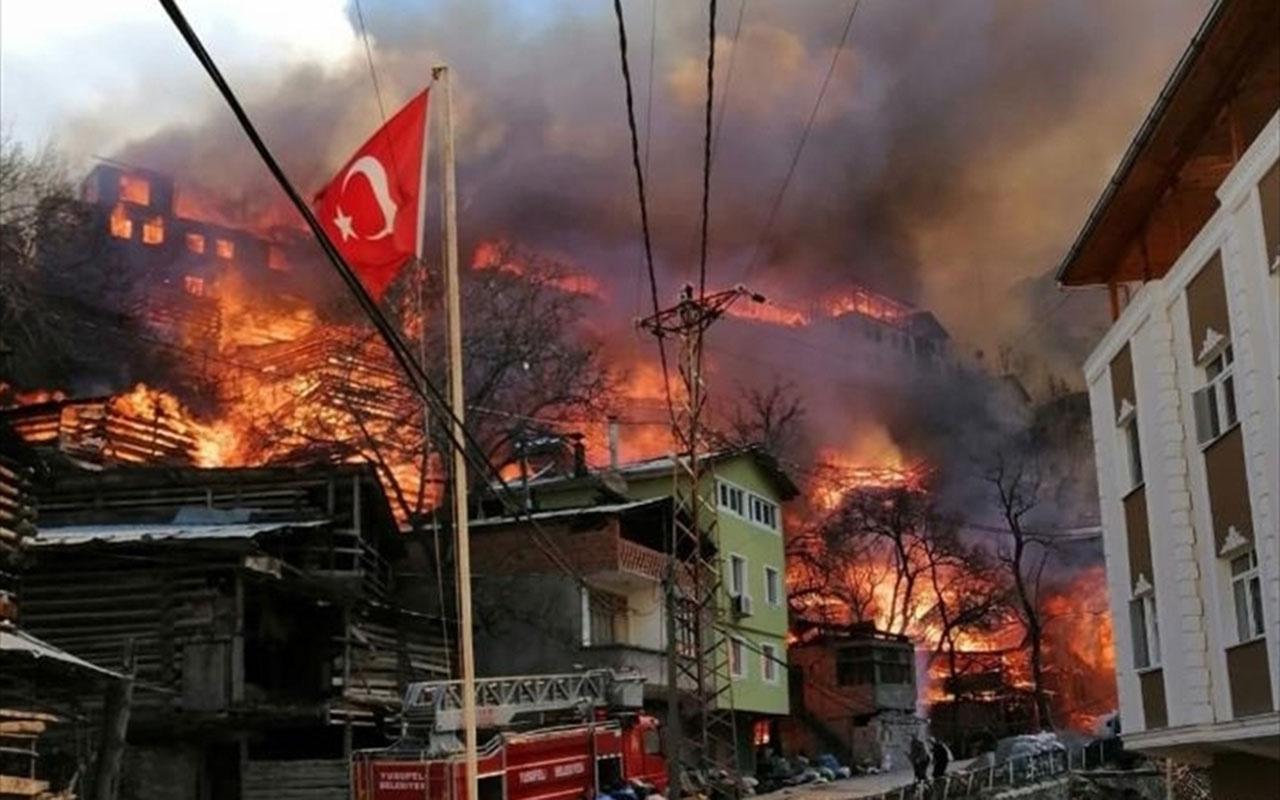 Artvin Yusufeli'nde büyük yangın! Dereiçi köyünde 50 ev birden yanıyor panik büyüyor