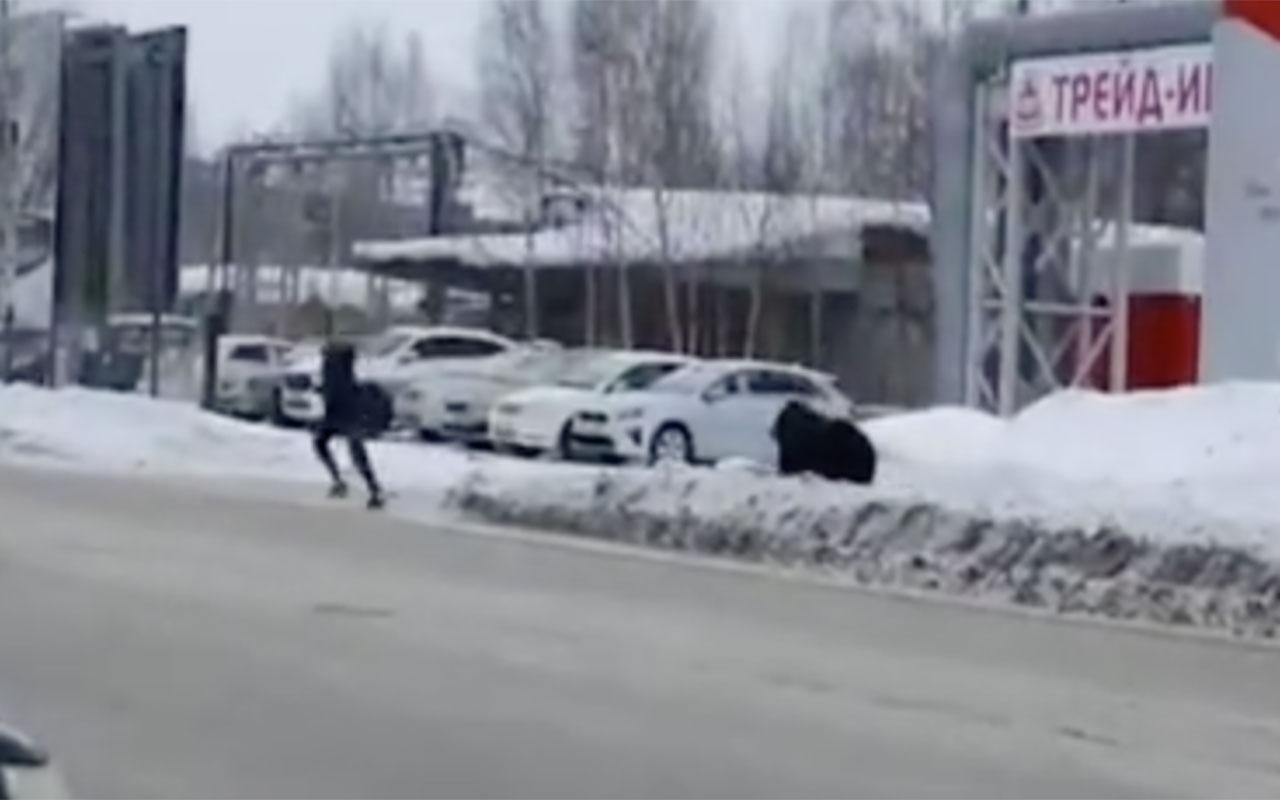 Rusya'da şehre inen ayı sokaklarda insan kovaladı! O anlar kameralara yansıdı