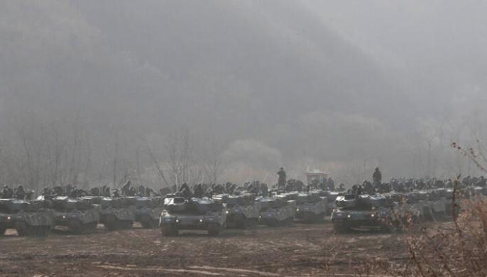 Yüzlerce tank harekete geçti! Dünyayı tedirgin eden görüntüler