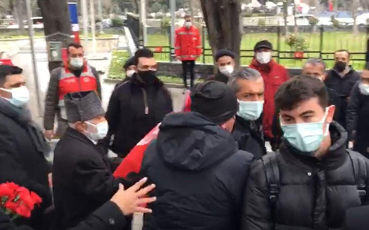 Ekrem İmamoğlu'na İstanbul Edirnekapı Şehitliği'nde şok tepkinin görüntüsü