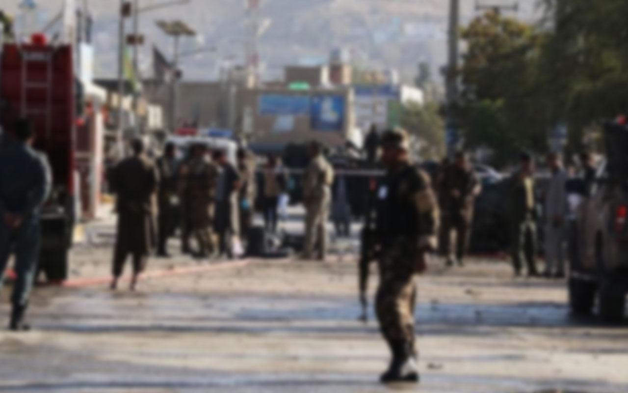 Kabil'de devlet memurlarını taşıyan minibüse bombalı saldırı! 4 kişi öldü