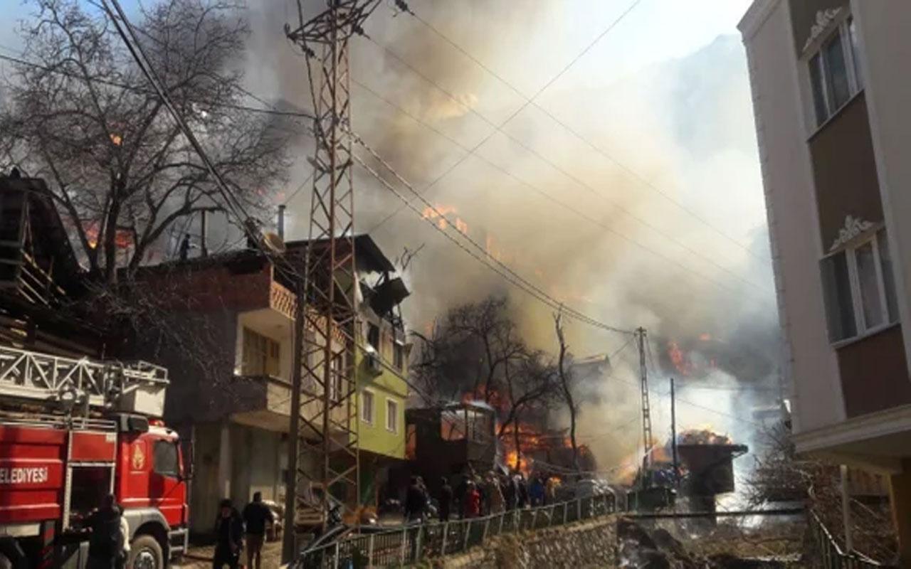 Çevre ve Şehircilik Bakanı Murat Kurum açıkladı: Artvin'de yanan evlerin yerine yenilerini inşa edeceğiz