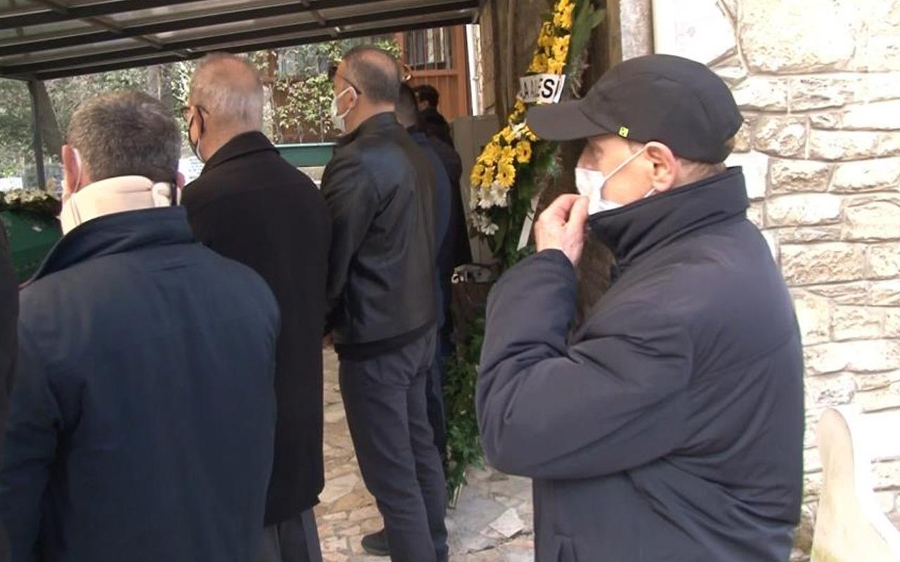 Üsküdar'da cenaze töreninde 'helal etmiyorum' diyen kişi uzaklaştırıldı