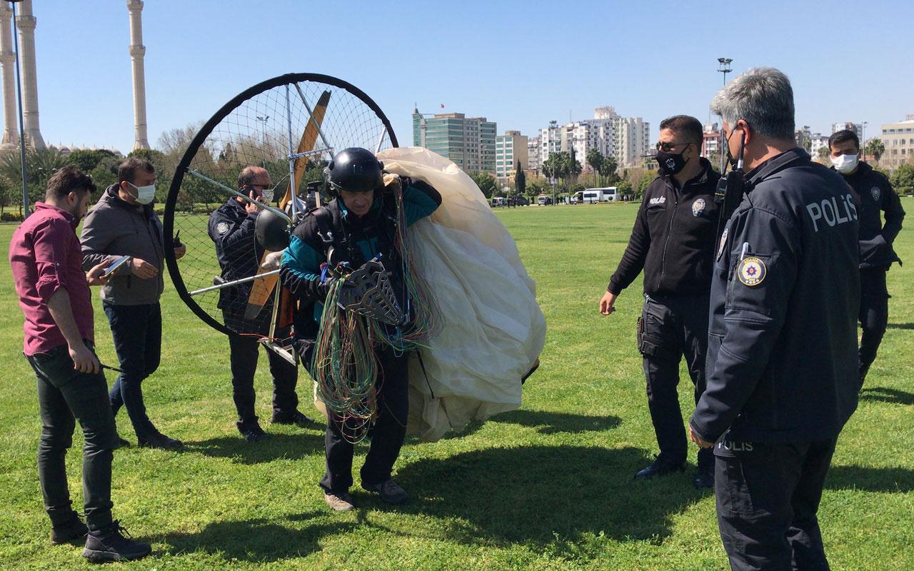 Adana'da izinsiz havalanan 2 paramotor indirildi