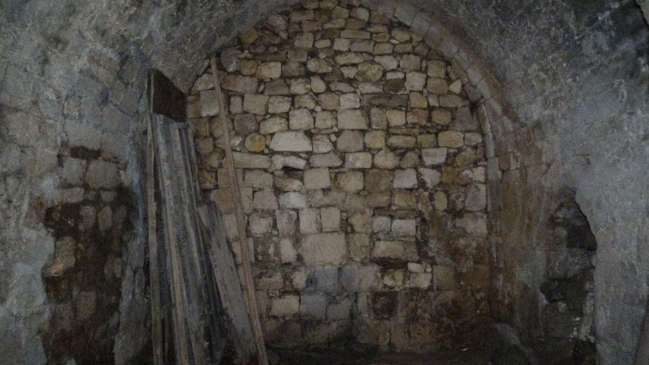 Mardin'de dudak uçuklatan fiyata satışa çıkarıldı! İçinde tünel ve mezarlar var