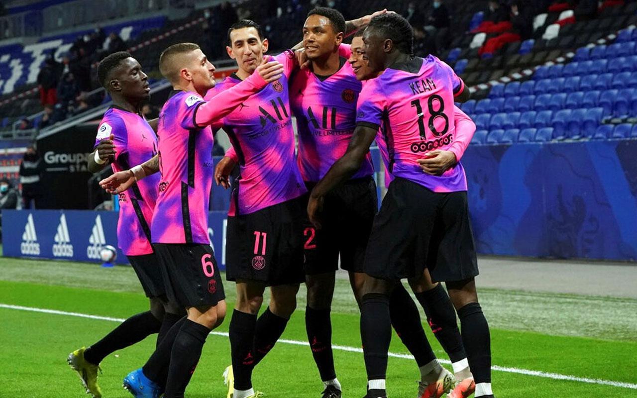 Lyon'u 4 golle geçen PSG liderliğini ilan etti