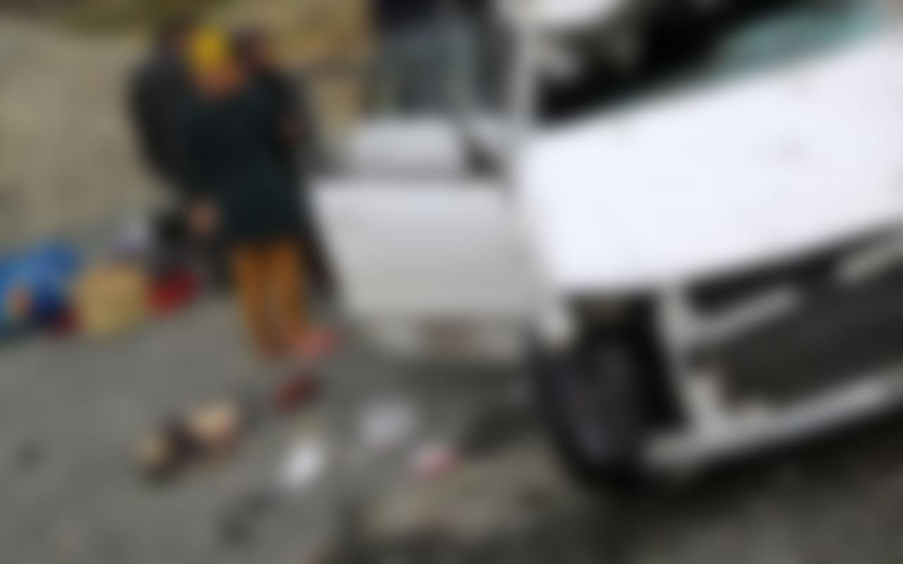 İran'da katliam gibi kaza! Üç aracın karıştığı trafik kazasında 14 kişi hayatını kaybetti
