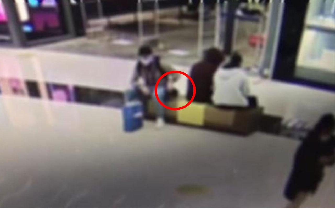 Galatasaraylı futbolcu Mohammed'in çantasının çalınma anı kamerada