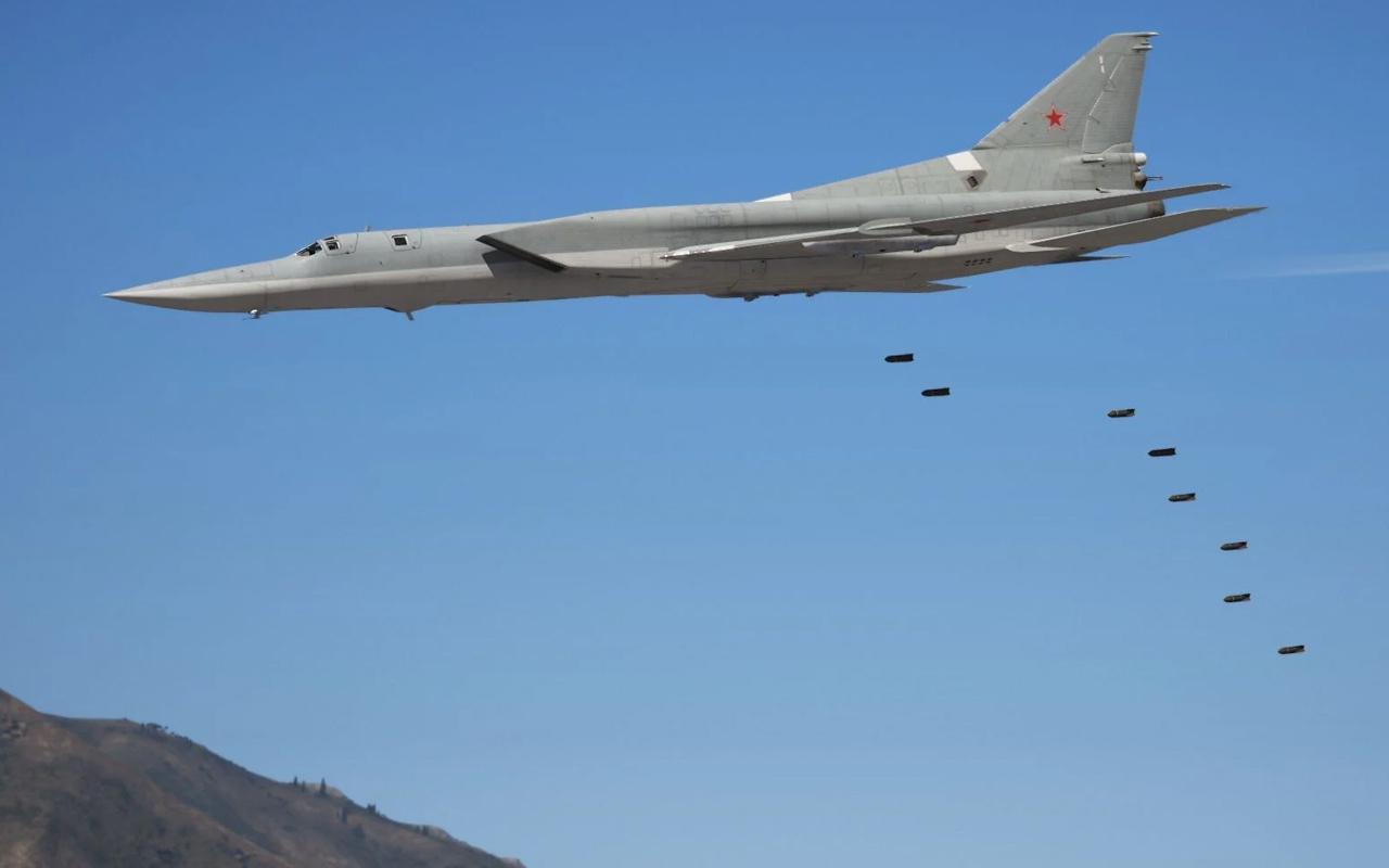 Rusya'da bombardıman uçağı düştü: 3 ölü