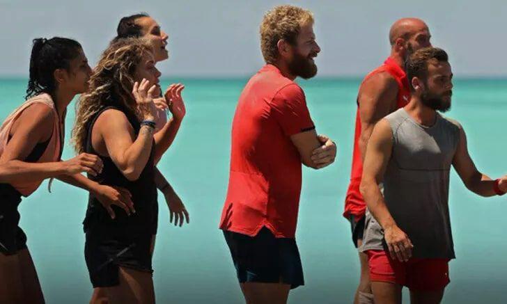 Survivor yarışmacıları tuvalet ödülü için kıyasıya yarıştı bakın hangi takım kazandı
