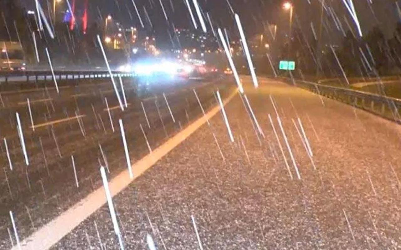 İstanbul'un bazı bölgelerinde kısa süreli kar ve dolu yağışı