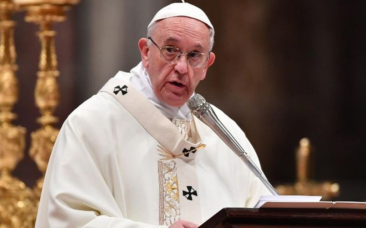 Covid-19 Vatikan'ı etkiledi Papa'dan maaş kesintisi talimatı