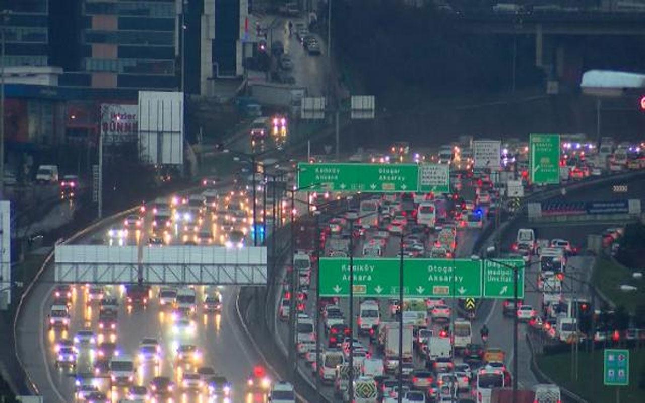 İstanbul'da mart ayında kar sürprizi ! Trafik yoğunluğu artıyor