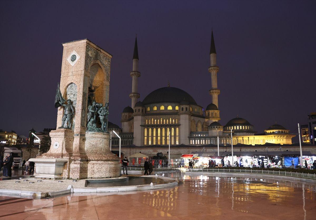 Taksim Camisi 4 yılda bitme noktasına geldi! İşte içinden ilk görüntüler Ramazan'da açılıyor
