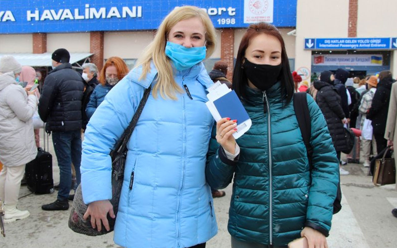 Ukraynalı turistler Kapadokya'da! Çiçek ve Türk lokumu ile karşılandılar