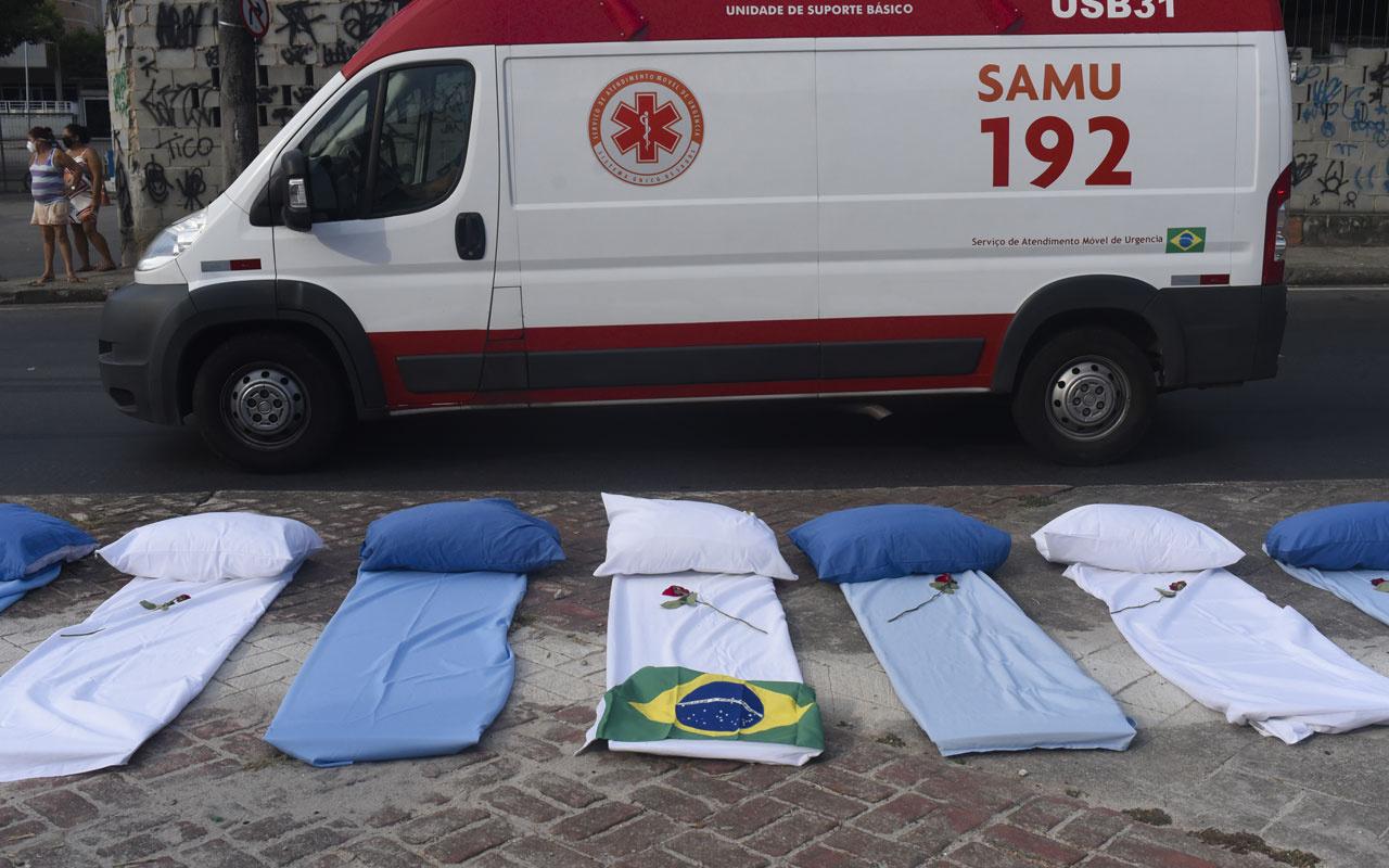 Brezilya'da Kovid-19 nedeniyle ölenlerin sayısı 300 bini geçti