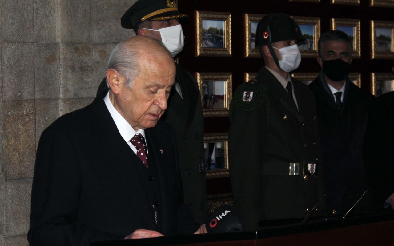MHP lideri Devlet Bahçeli, yeni MYK ve MDK üyeleriyle Anıtkabir'i ziyaret etti