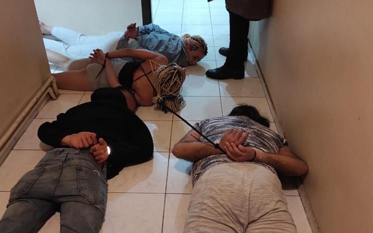 Ankara'da ilişkiye girmek için eve çağırdılar! Yarasa Kızlara baskın
