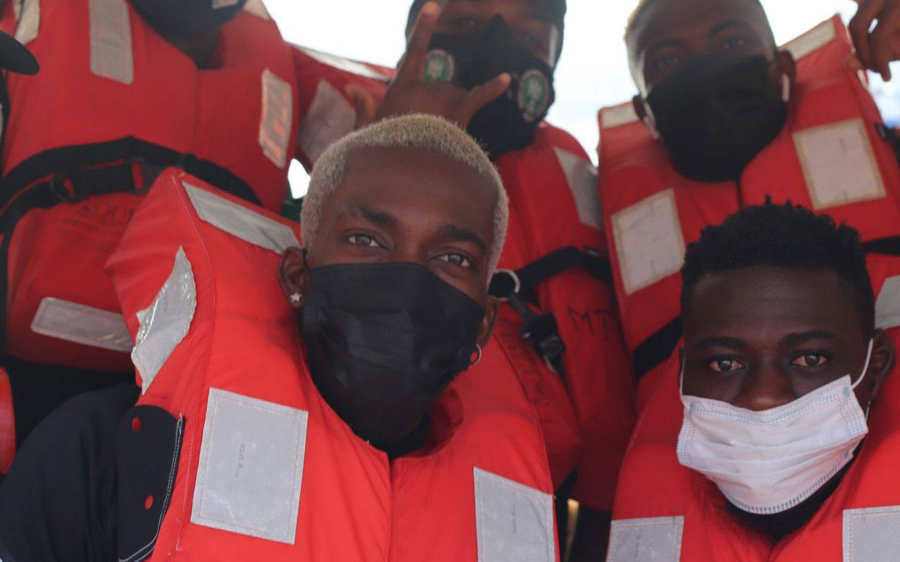 Nijerya Milli Takımı, Benin'e tekneyle gitti