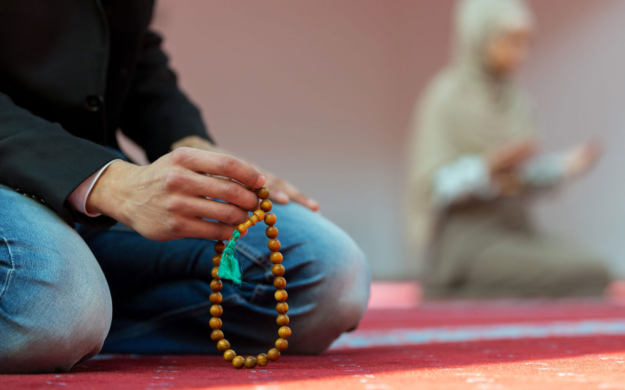 Berat Kandili rızık duası ayetli! 100 rekatlık Berat namazı kılan o sene ölürse...