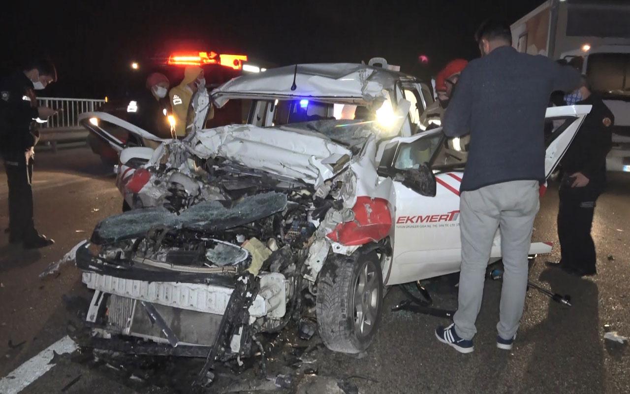 Bursa'da süt tankerine çarpan hafif ticari araç 40 metre sürüklendi: 1 ölü, 2 ağır yaralı