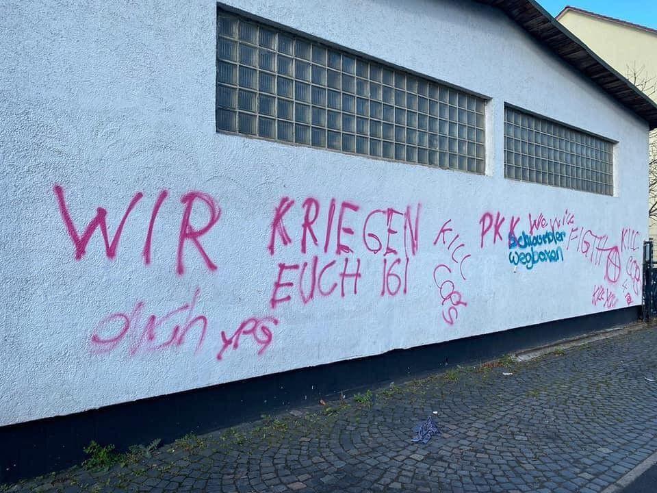 Almanya'da PKK'dan camiye çirkin saldırı! Küfür ve tehdit yazdılar