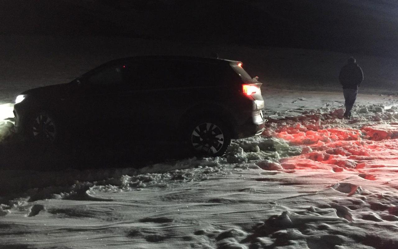 Mersin'de kar nedeniyle aracıyla yolda mahsur kalan Meksikalı aile kurtarıldı