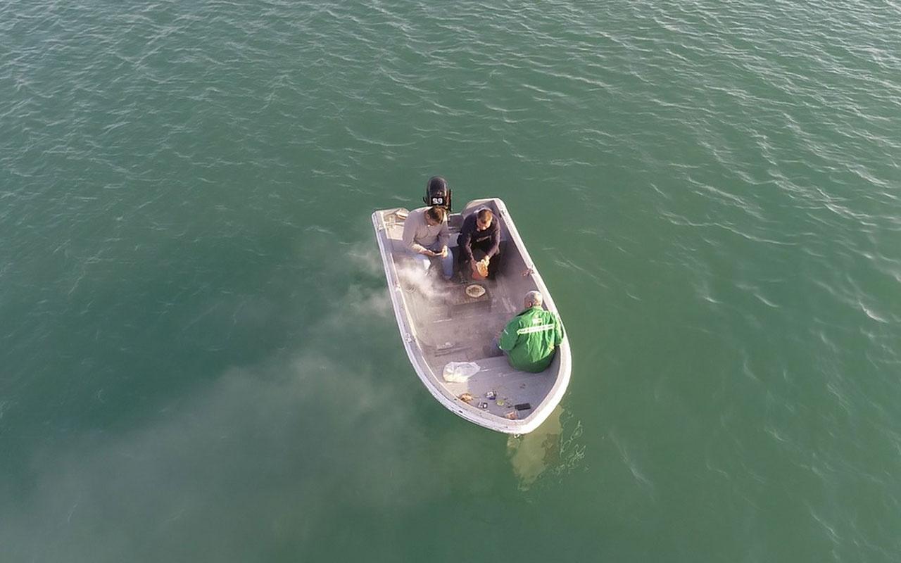 Adana'da mesire alanlarında yasak olunca teknede mangal yaktılar