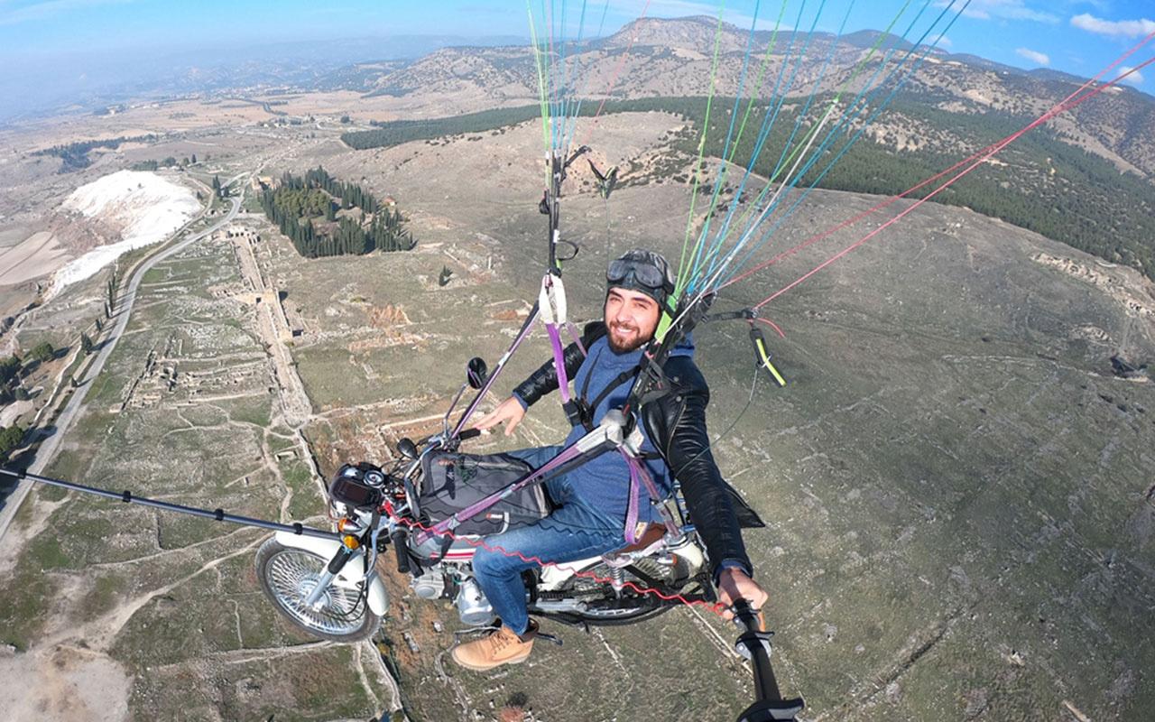 Uçan motosiklet yaptı! Yamaç paraşütüne bağladığı motosikletle Pamukkale semalarında uçtu